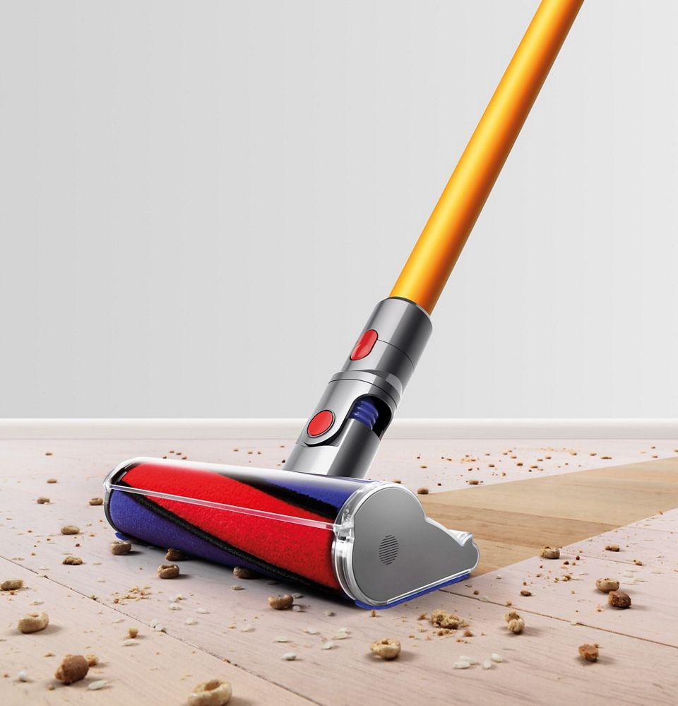 Vacuum head on hard floor